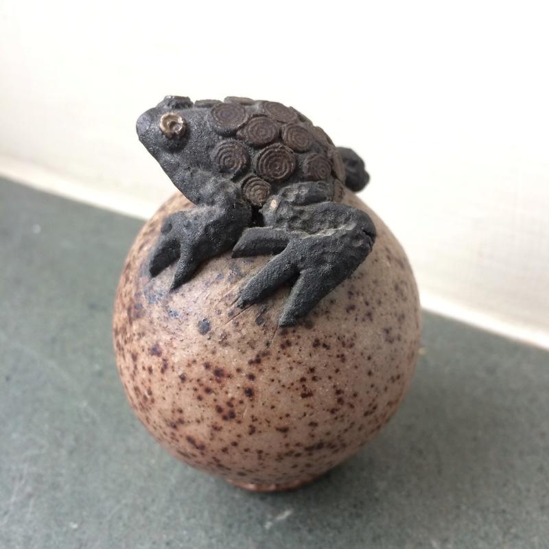 Studio pottery frog Img_4146
