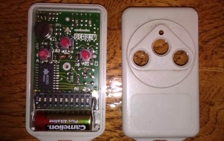 Télécommande de portail intégrée à l'XTZ Tylyco10