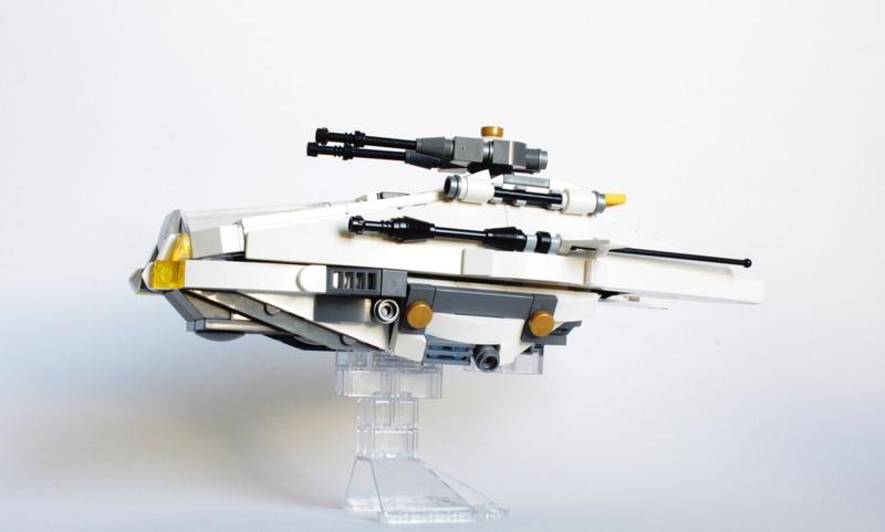 [MOC] Navette d'assaut légère LAS-01 de la Fédération Minière Galactique(Version finale et montage)  Img_3016