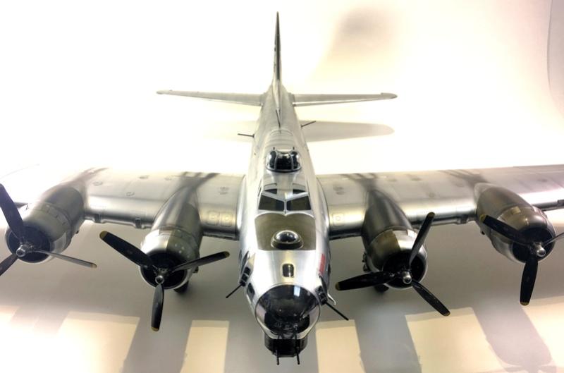 """[HK Models] 1/32e - B-17G """"The Betty-L"""" 42-102585 Img_9811"""
