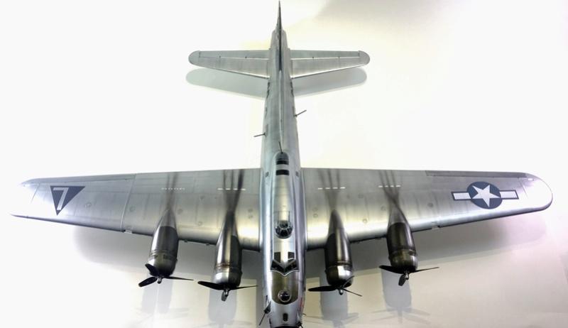 """[HK Models] 1/32e - B-17G """"The Betty-L"""" 42-102585 Img_9814"""