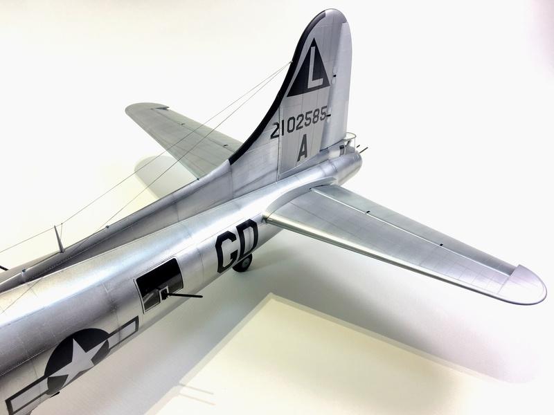 """[HK Models] 1/32e - B-17G """"The Betty-L"""" 42-102585 Img_9815"""