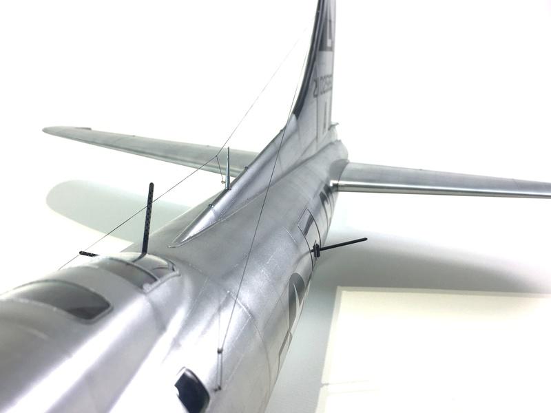 """[HK Models] 1/32e - B-17G """"The Betty-L"""" 42-102585 Img_9817"""