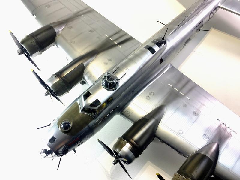 """[HK Models] 1/32e - B-17G """"The Betty-L"""" 42-102585 Img_9819"""