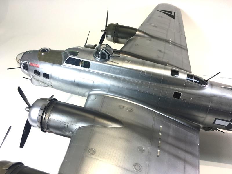 """[HK Models] 1/32e - B-17G """"The Betty-L"""" 42-102585 Img_9821"""