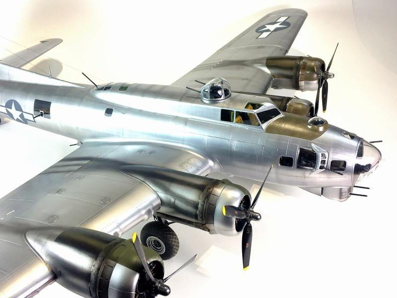 """[HK Models] 1/32e - B-17G """"The Betty-L"""" 42-102585 Img_9822"""