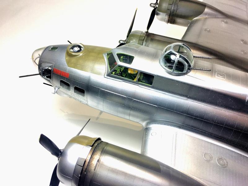 """[HK Models] 1/32e - B-17G """"The Betty-L"""" 42-102585 Img_9823"""