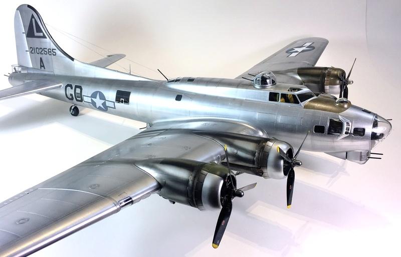 """[HK Models] 1/32e - B-17G """"The Betty-L"""" 42-102585 Img_9824"""