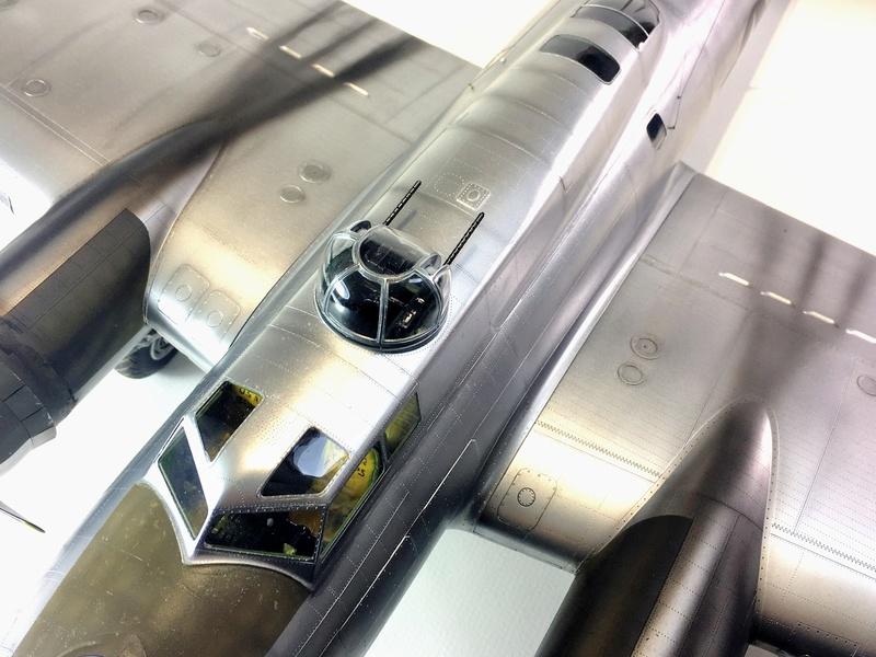 """[HK Models] 1/32e - B-17G """"The Betty-L"""" 42-102585 Img_9825"""