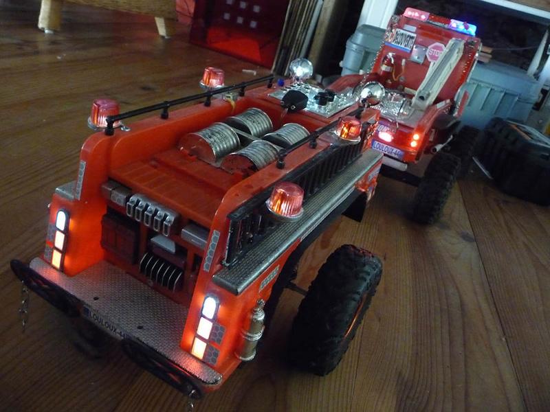 Remorque de camion de pompier 1/10 fait maison avec éclairage et suspensions Remorq10