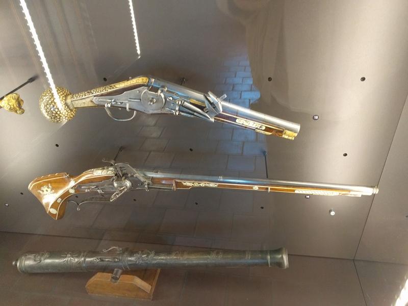 Musée de Dijon, on y voit en autre une ceinture avec coffins ! Img_2024