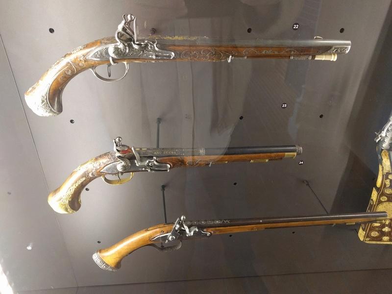 Musée de Dijon, on y voit en autre une ceinture avec coffins ! Img_2028