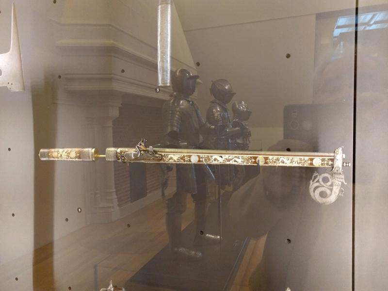 Musée de Dijon, on y voit en autre une ceinture avec coffins ! Img_2030