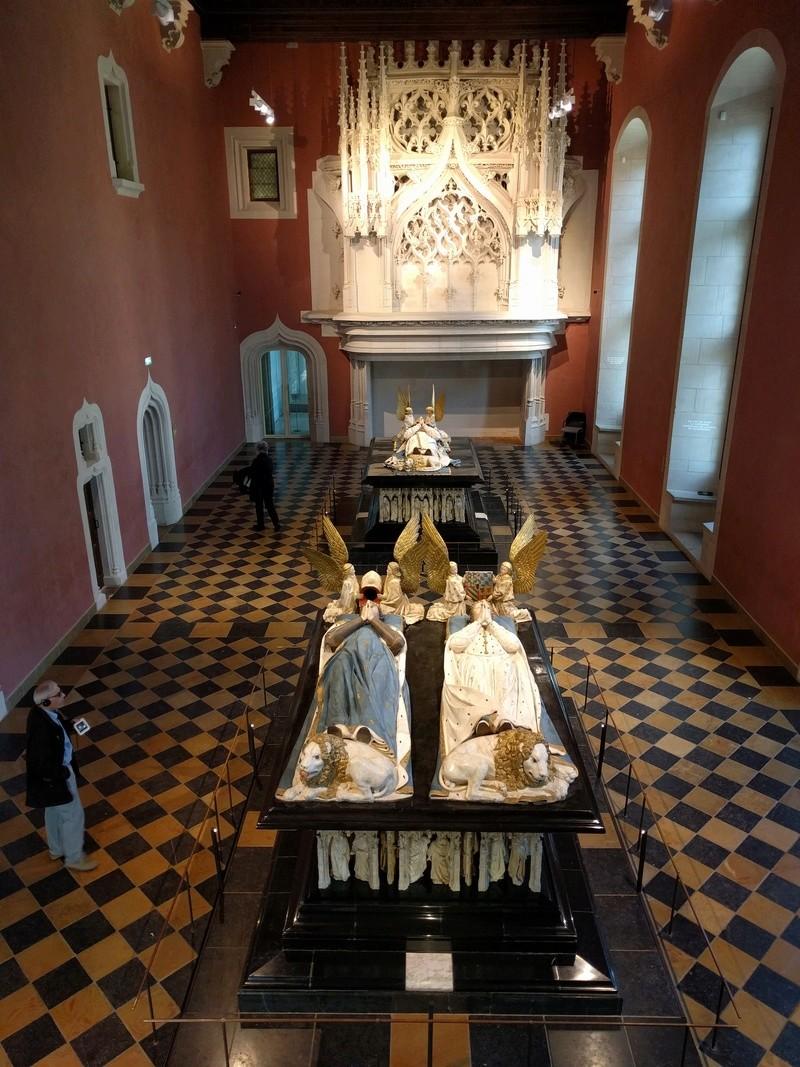 Musée de Dijon, on y voit en autre une ceinture avec coffins ! Img_2032