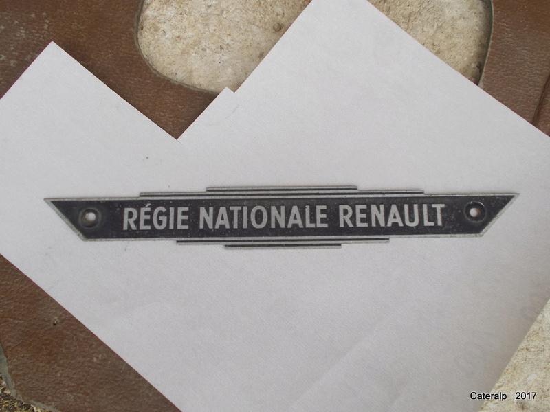 Mon montage à l'echelle 1 ,  Renault Juvaquatre 1954 - Page 3 Dscn0210