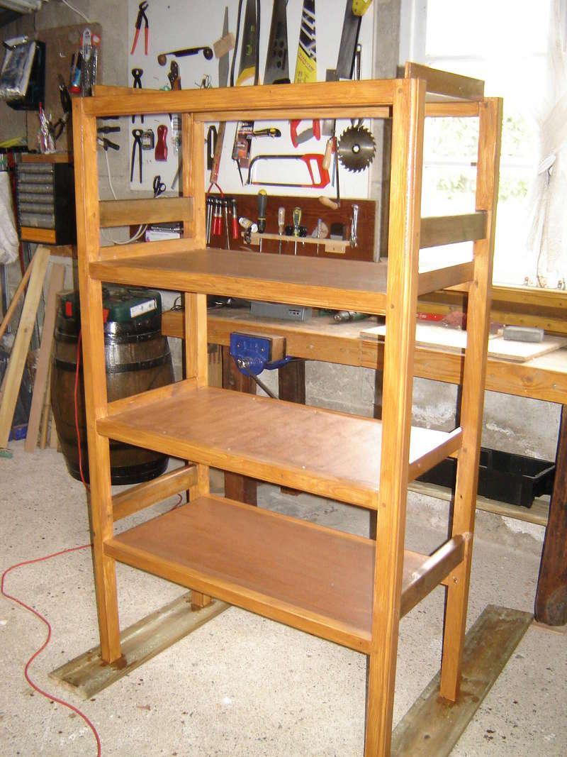 Une étagère solide pour les conserves Dsc05015