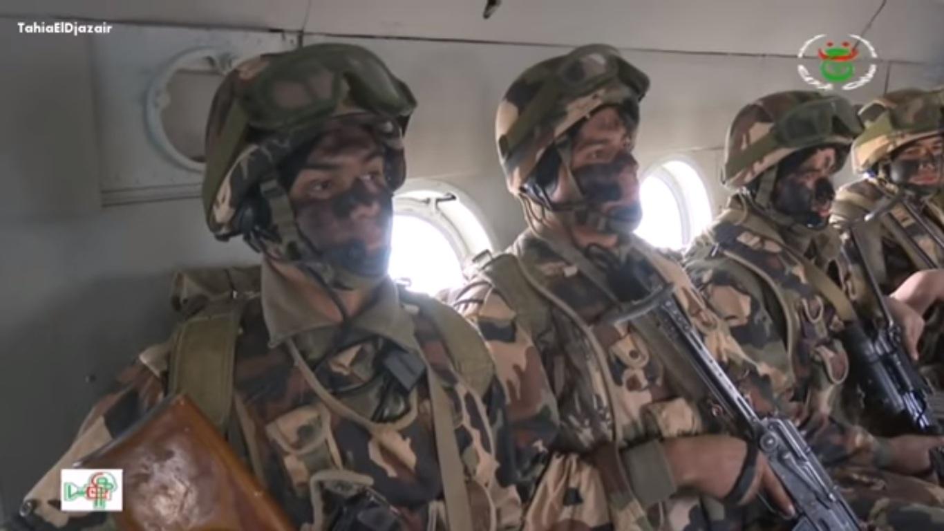 Armée Algérienne (ANP) - Tome XIV - Page 2 Oiuyoy10