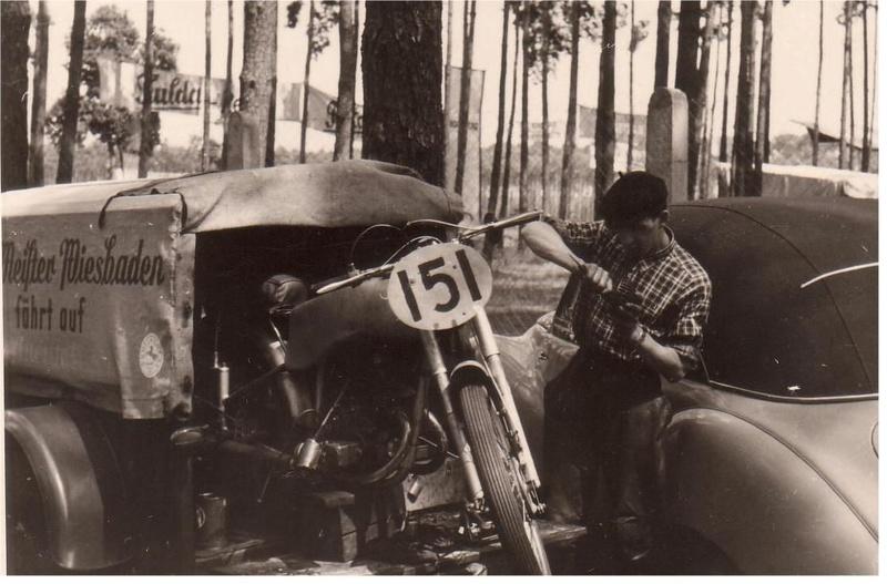 [Oldies] Les transporteurs de motos des paddocks - Page 5 Transp11