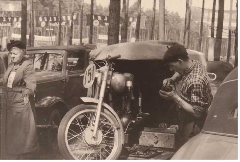 [Oldies] Les transporteurs de motos des paddocks - Page 5 Transp12