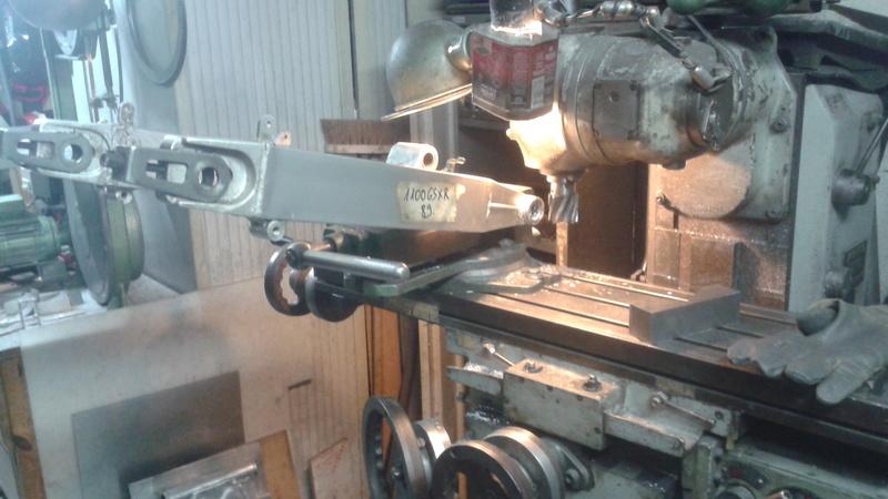 adaptation bras oscillant GSX R 1989 sur GSX Enleve10
