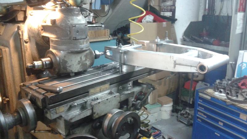 adaptation bras oscillant GSX R 1989 sur GSX Montag10