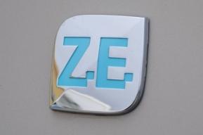 Historique de Zoé et de ses versions de moteurs et de batteries Zoe-2210