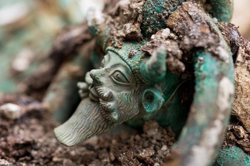 [Archéologie] Princesses et princes celtes - Page 2 00810