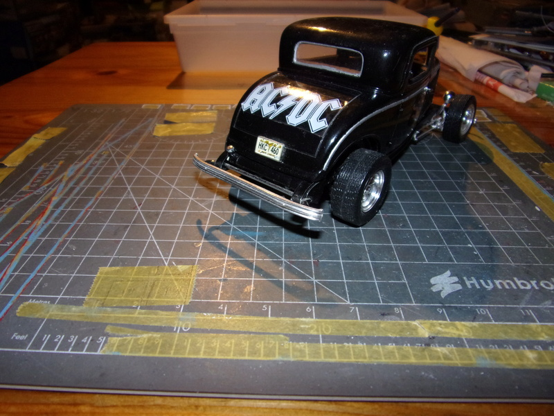 FORD '32  3 window-coupé [REVELL 1/25éme] 102_5748