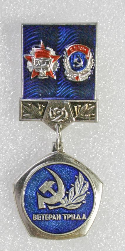 Insignes et médailles des fabriques horlogères soviétiques 2fmm10
