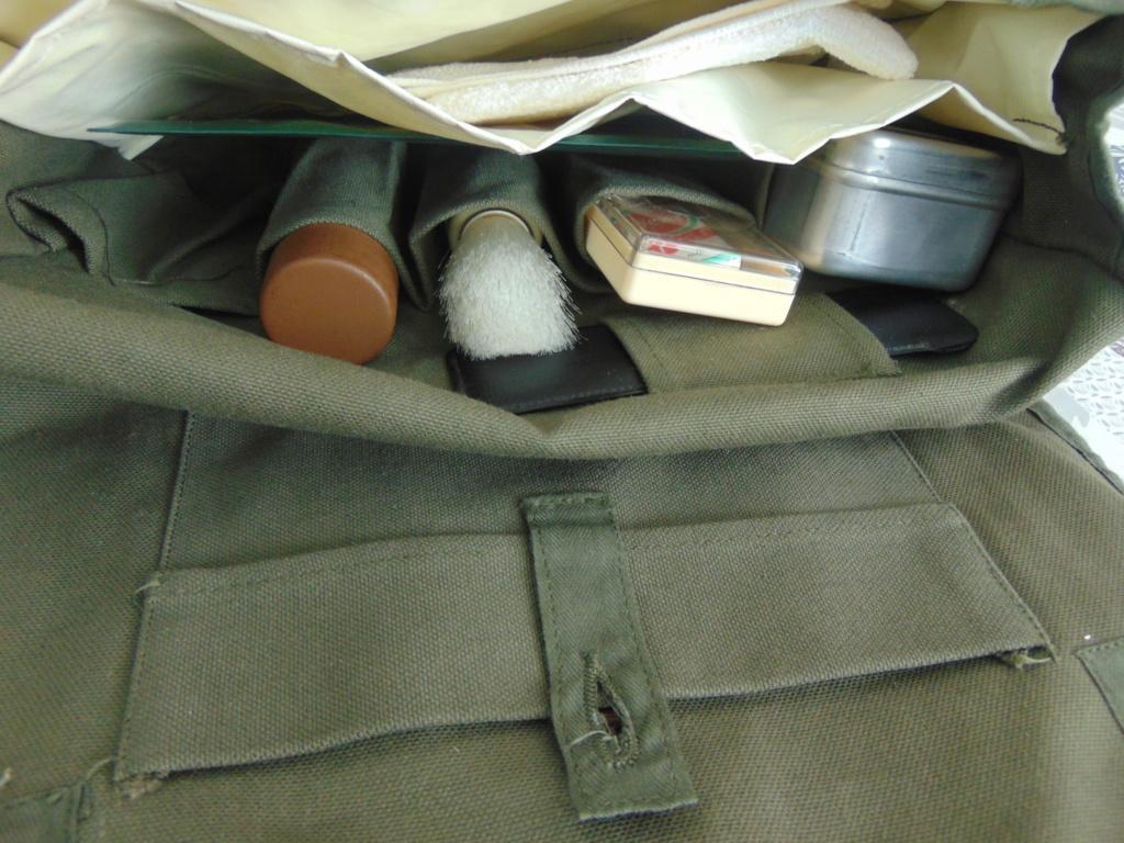 Trousse de toilette militaire Dsc05813