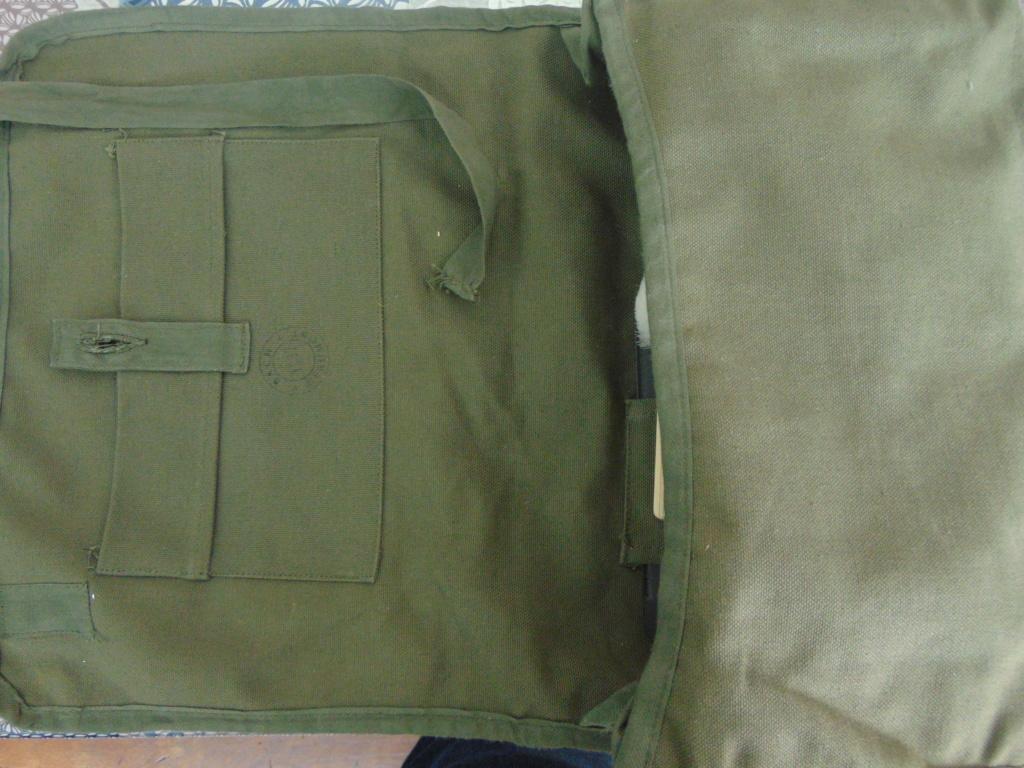 Trousse de toilette militaire Dsc05815