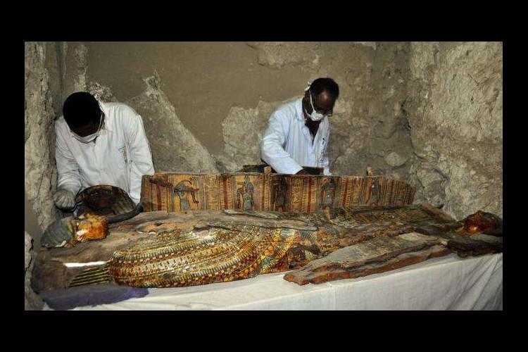 Six momies découvertes dans une tombe de l'époque pharaonique en Egypte Sans_619