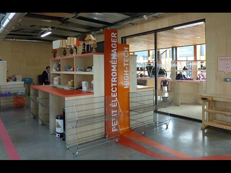 Bien mieux qu'une déchetterie : Smicval, le tout premier « supermarché de la récupération » en France ! Sans_892