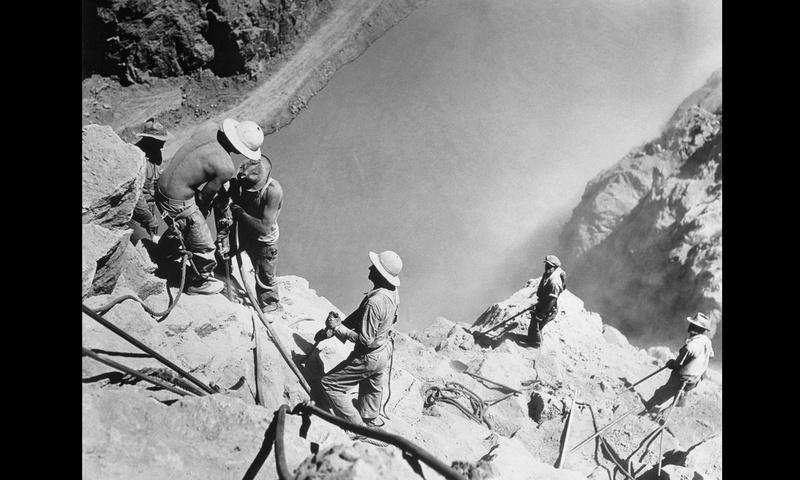 Un chantier colossal : le Hoover Dam  Sans_t74