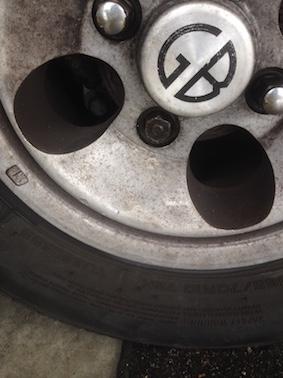 [résolu]Remplacement des rotules... Goujon de porte-roue qui tourne dans le vide et autres surprises Img_4510