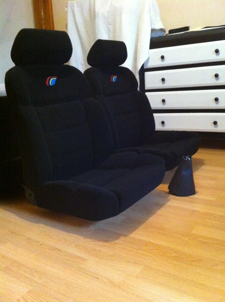Recherche un habillage de siège avant biarritz en bon état Img_6310