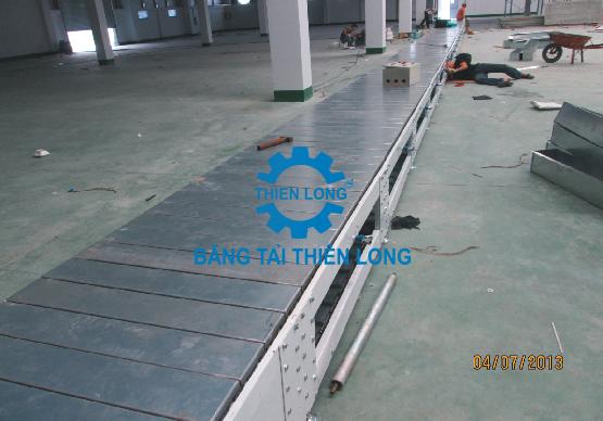 Nhận lắp đặt băng tải xích tấm inox chuyển hàng hóa  Bang-t13