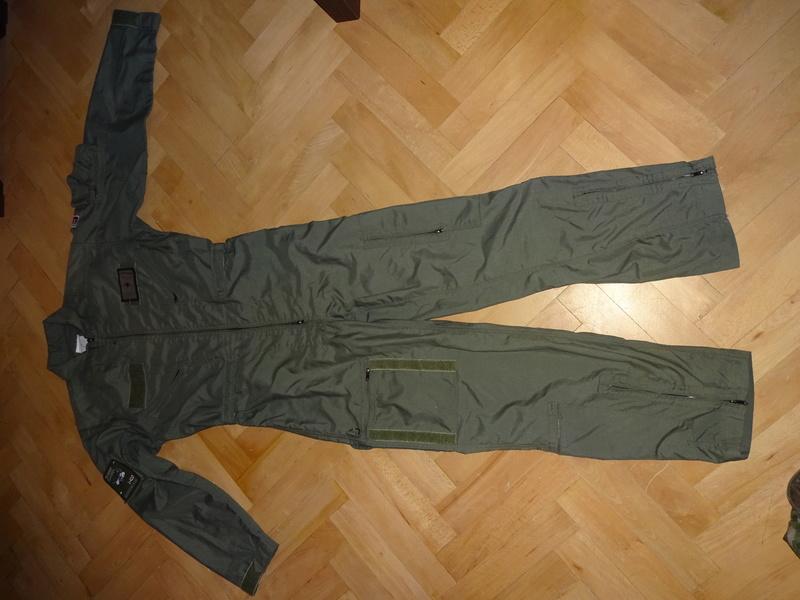 Slovak Air Force flight jumpsuit, gloves and garrison cap Dsc02614