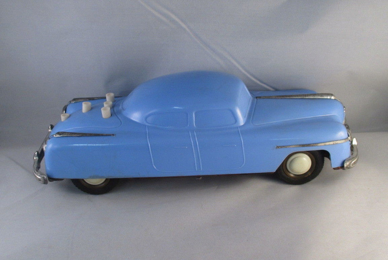 BELCO LUX KEY WIND FUTURISTIC PUSH BUTTON PLASTIC CAR 231