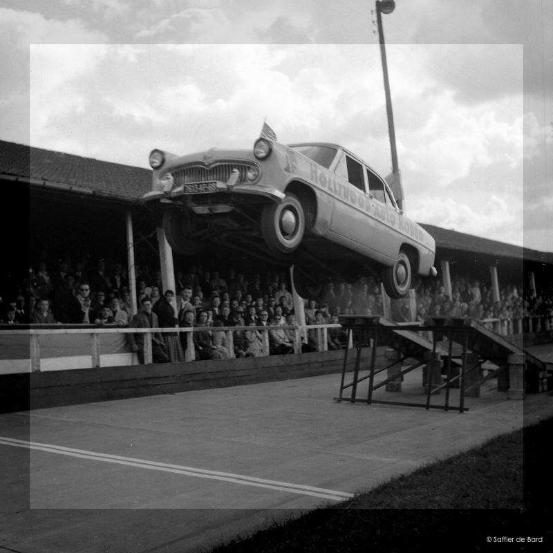 Photos de 1957 d'un festival de cascades à Angoulème en Simca V8 - Versailles Big_cr10
