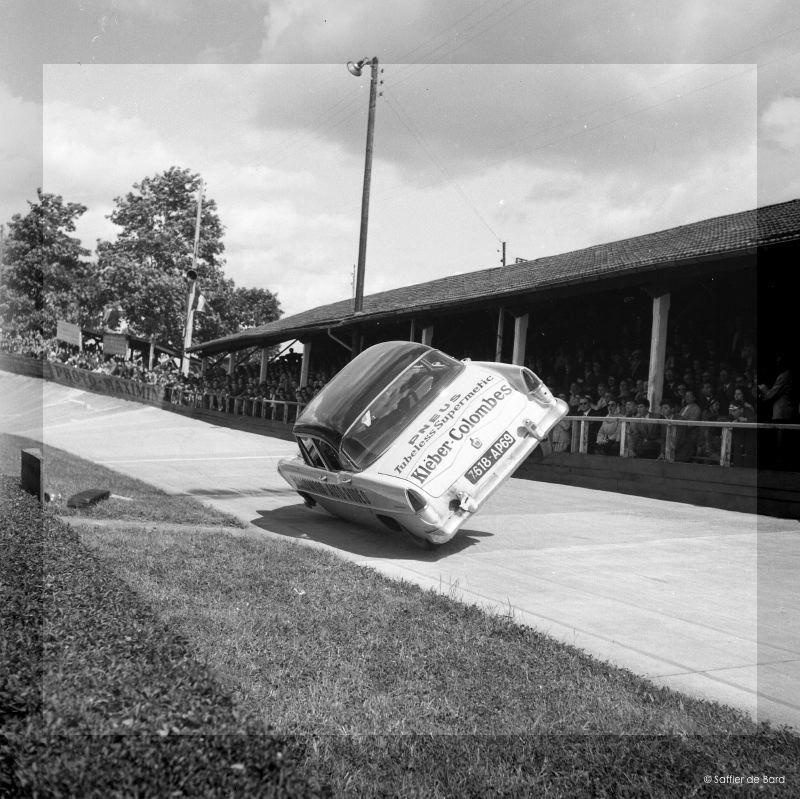 Photos de 1957 d'un festival de cascades à Angoulème en Simca V8 - Versailles Big_cr11