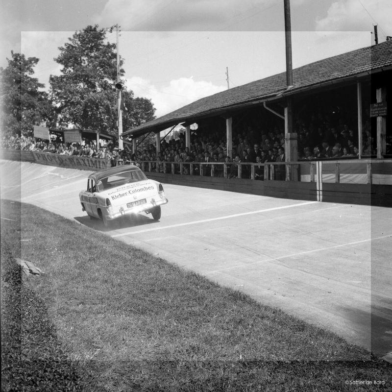 Photos de 1957 d'un festival de cascades à Angoulème en Simca V8 - Versailles Big_cr12