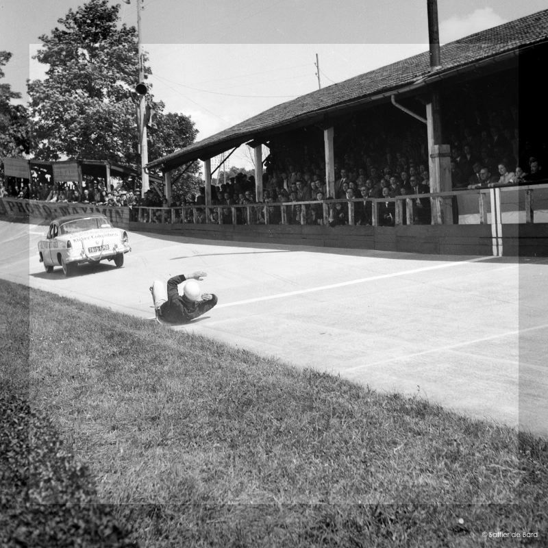Photos de 1957 d'un festival de cascades à Angoulème en Simca V8 - Versailles Big_cr15
