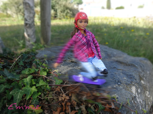 Barbie Made to Move Skateboarder  1146