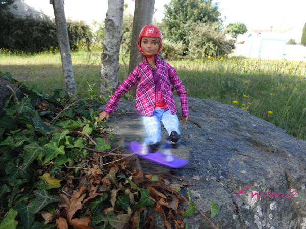 Barbie Made to Move Skateboarder  2126