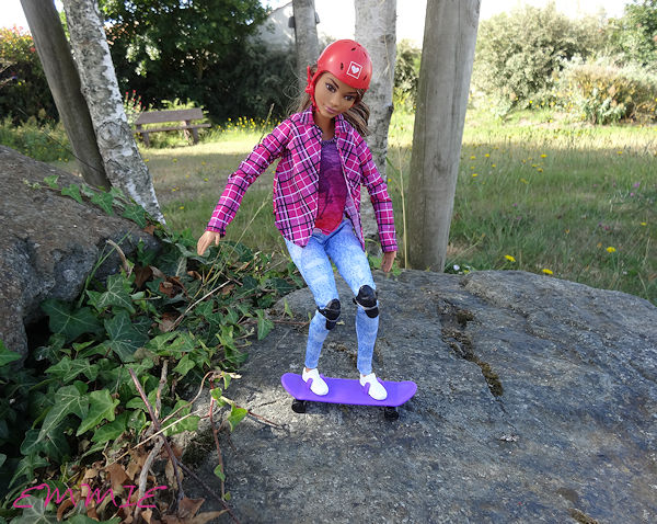 Barbie Made to Move Skateboarder  582