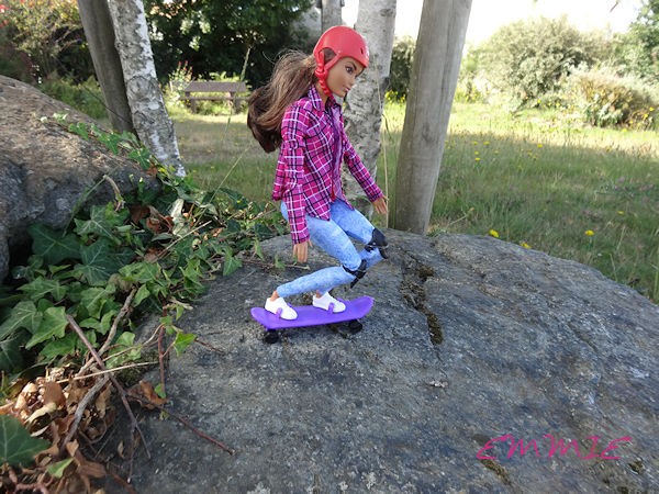 Barbie Made to Move Skateboarder  673