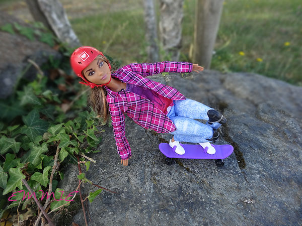Barbie Made to Move Skateboarder  754
