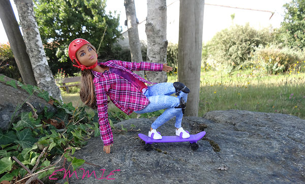 Barbie Made to Move Skateboarder  840