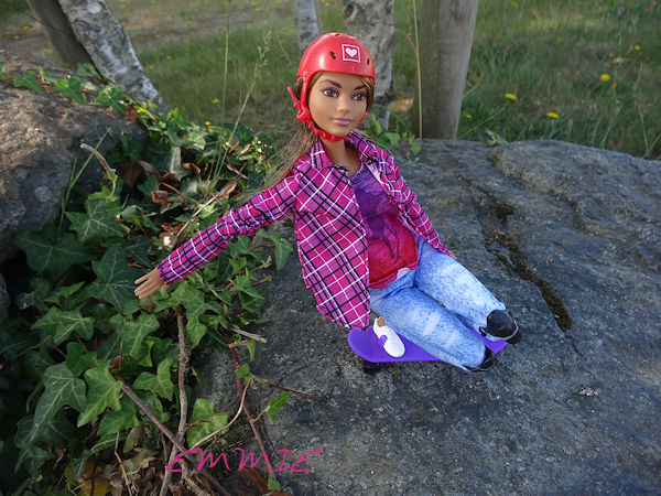 Barbie Made to Move Skateboarder  926